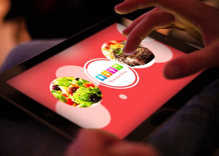 رستوران-هوشمند-راماتیم-میز-غذا-درحال-سفارش-غذا